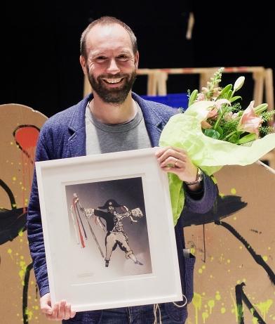 Alexander Mørk-Eidem tog emot Teaterpriset 2014 efter en föreställning av En folkefiende 16 maj 2015. FOTO: Emil Lörelius